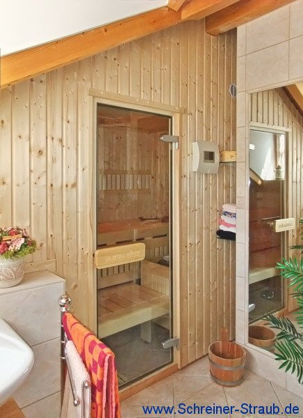 sauna f r dachschr ge raum und m beldesign inspiration. Black Bedroom Furniture Sets. Home Design Ideas