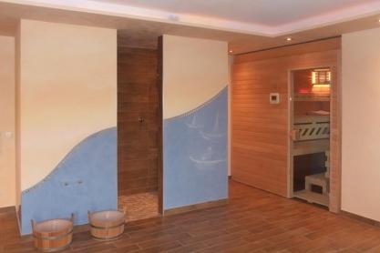 Sauna, Erle - Außenansicht mit Dusche