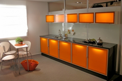 Küche von raumplus, orange