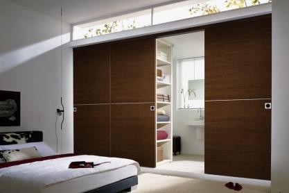 Schlafzimmerbad mit Schiebetüren