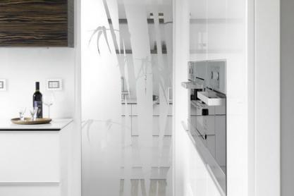 Küchen Glas-Gleittüre, floral Dekor