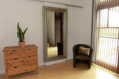 Begehbarer Schrank mit Schiebetür Spiegel