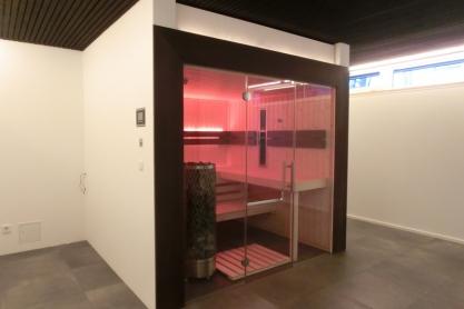 Sauna, verglast - Fichte und Räuchereiche, Ansicht von links