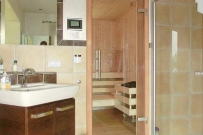 Badezimmer Sauna mit Fenster
