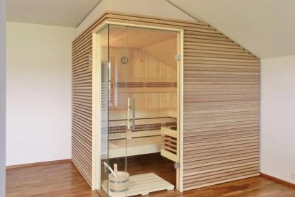 Dachschräge Sauna - waagerechte Außenverkleidung - Ansicht von rechts