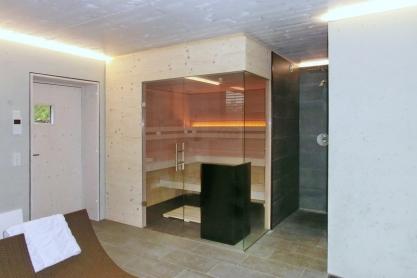 Sauna über Eck verglast - Außenansicht