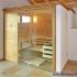 Geräumige Sauna im Badezimmer