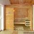 Geräumige Sauna im Badezimmer - Frontalansicht
