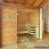 Geräumige Sauna im Badezimmer - Ansicht von links