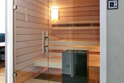 Einbausauna - Paneele aus Ahorn - Glasfront