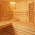 Massivholz Sauna - durchgehendes Glaselement - Infrarotstrahler - Eckeinstieg - Einrichtung