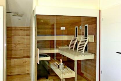 Badsauna in der Dachschräge mit Eckglasfront