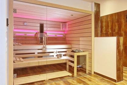 Einbausauna Im Badezimmer   Außenansicht, LED Beleuchtung, Rosa