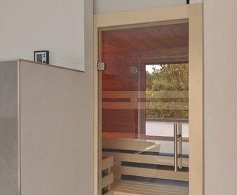 Altholz-Einbausauna im Badezimmer