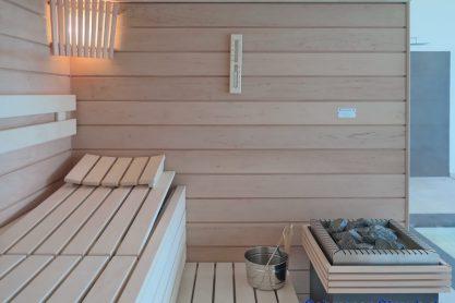 Sauna in Erle im Hallenbad - Einrichtung mit Saunaofen