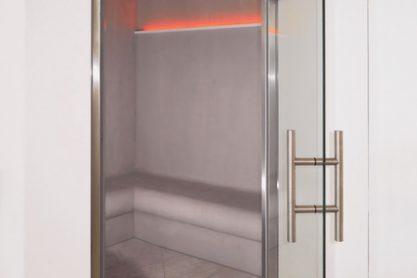 Dampfbad in Betonoptik - Ansicht durch die Tür