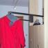 Schmale Garderobe - Kleiderstange, herunter geklappt