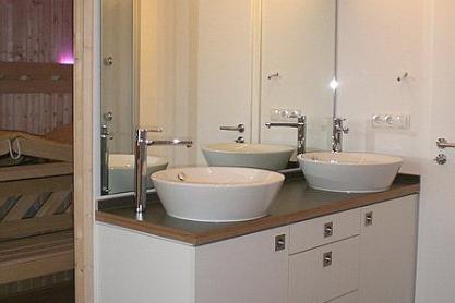 Badezimmer Sauna - Außenansicht mit Waschtisch