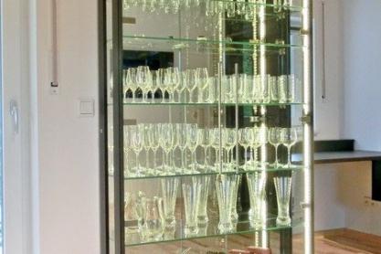 Wohnen - Glasvitrine, beleuchtet
